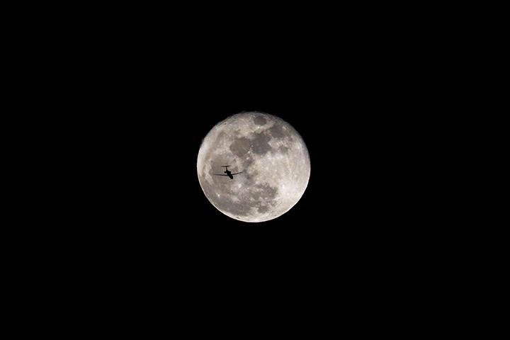 plane-moon